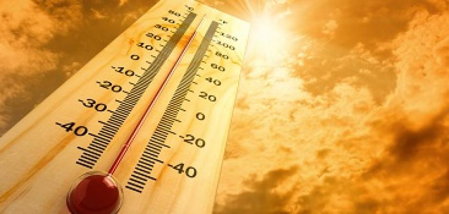 Image of a rising thermometer facing toward the sky with a bright sun.